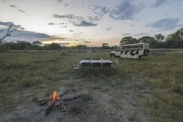 Abendstimmung mit Lagerfeuer, Komfort Camping