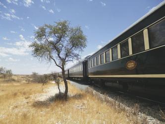 Zug in der Savanne - African Explorer © Julia Nieratschker