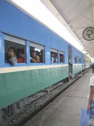 Zugwaggon des im Kreis rotierenden Zugs, ©Karawane