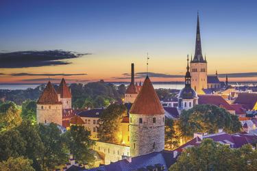 Sonnenuntergang über der Altstadt von Tallin, ©SeanPavonePhoto - Fotolia