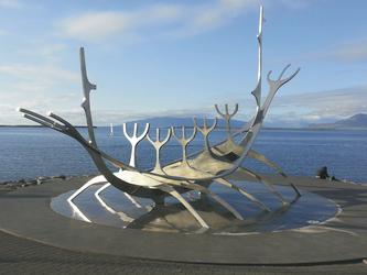 Wikingerboot Skulptur in Reykjavik , ©Karawane