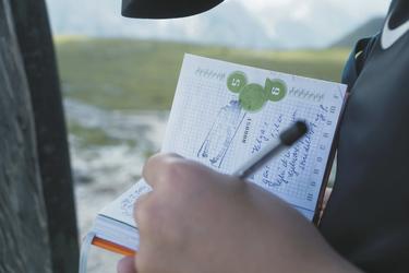 Eintrag ins Gipfelbuch, ©Hagen Alpin Tours