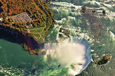 Niagarafälle aus der Luft, ©SurangaSL, Aerial view of amazing niagara falls, Canada and United States of AmericaStockfoto ID_Bildnummer_ 155672555Freigabeinformation_ Nicht zutreffend