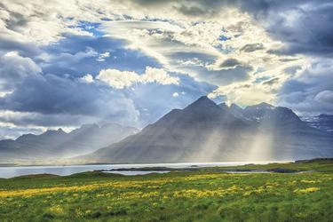 ©Sun is shining through the clouds on the fjord on the IcelandnStockfoto ID_nBildnummer_ 147167321nFreigabeinformation_ Nicht zutreffendnUrheberrecht_ Filip Fuxa