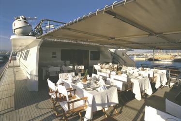Außenbereich des Restaurants - copyright Variety Cruises