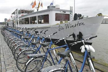 Fahrräder vor der MS SIR WINSTON, © MAP - MARKUS ABELING PHOTOGRAPHY