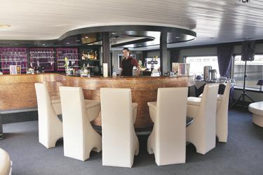 Die Bar auf der MS SERENA