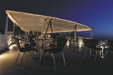 Abends an Deck der MS SERENA
