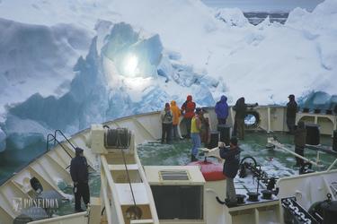 Fahrt mit dem Schiff an den Gletscher - c Poseidon Expeditions