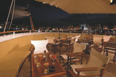Außenbereich auf dem Oberdeck - Variety Cruises