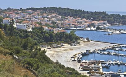 Blick auf den Hafen von Pylos - Variety Cruises