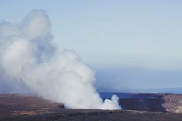 Blick vom Aussichtspunkt im Hawaii Volcanoes NP © HawaiiTourism, ©Tor Johnson