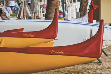 Kanus am Waikiki Beach © HawaiiTourism, ©Tor Johnson
